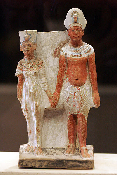 http://archeonews.ru/wp-content/gallery/nefertiti/akhenathon_and_nefertiti.jpg